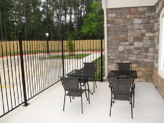 Holiday Inn Express Hotel & Suites Kilgore North: patio bbq deck