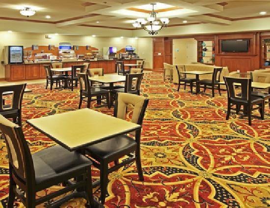 Holiday Inn Express Hotel & Suites Kilgore North: breakfast area