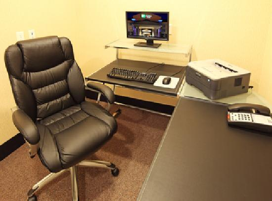 Holiday Inn Express Hotel & Suites Kilgore North : business center