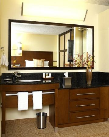 Hyatt Place North Charleston: Guest Room Vanity