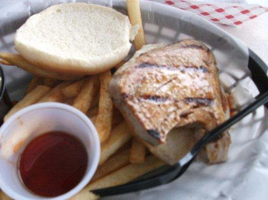 Captain Chuck-A-Mucks Sandbar and Grill: Grilled tuna plate