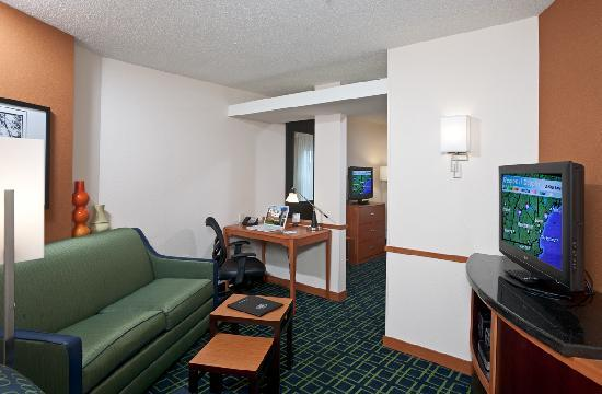 Fairfield Inn & Suites Portsmouth Exeter : Suites offer extra seating
