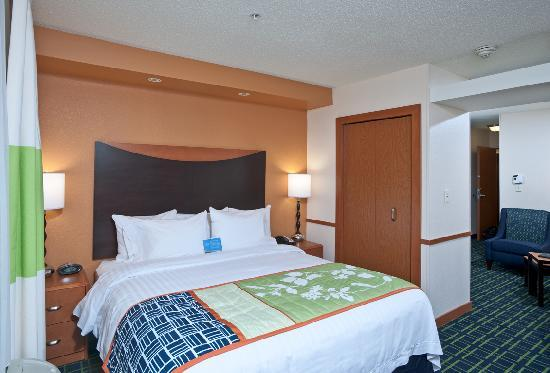 Fairfield Inn & Suites Portsmouth Exeter: Get a great night's rest in our comfy beds