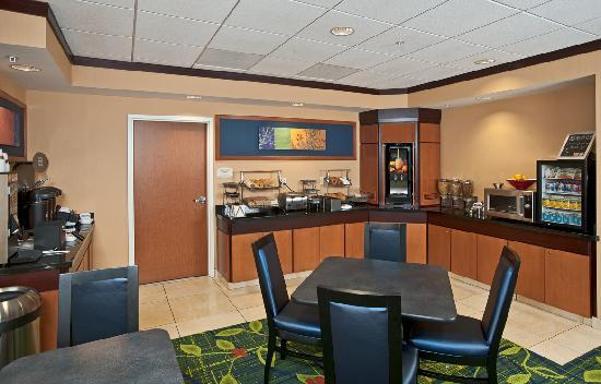 Fairfield Inn & Suites Portsmouth Exeter : Everything you need to start your day right