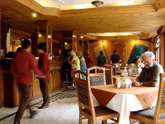 Nirvana Garden Hotel: Restaurant