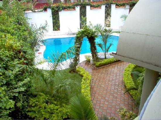 Hotel Dolce Vita Resort : la piscine depuis la terrasse de ma chambre