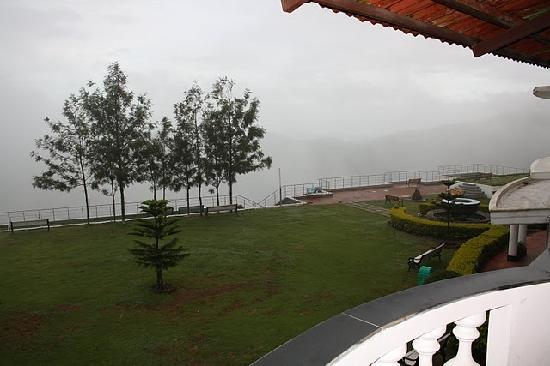 Grand Palace Hotel & Spa Yercaud: View from the balcony