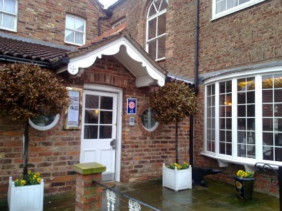 Loftsome Bridge Coaching House - Hotel Entrance