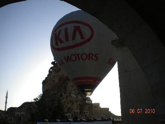 AlKaBriS: Ballon entre l'hotel et la forteresse