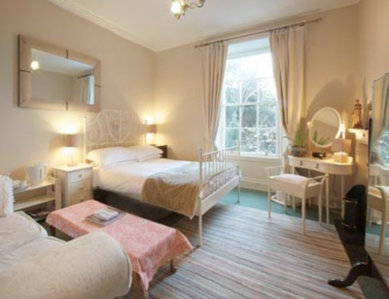Broughton Place: Double bedroom