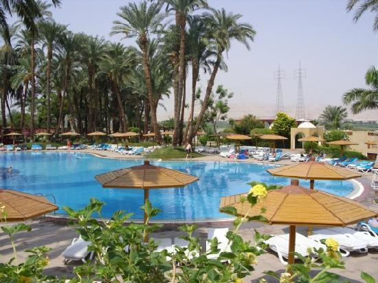 Mercure Luxor Karnak: pool area
