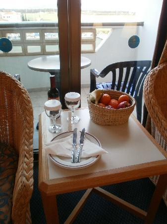 Constantinou Bros Athena Royal Beach Hotel: a nice welcome