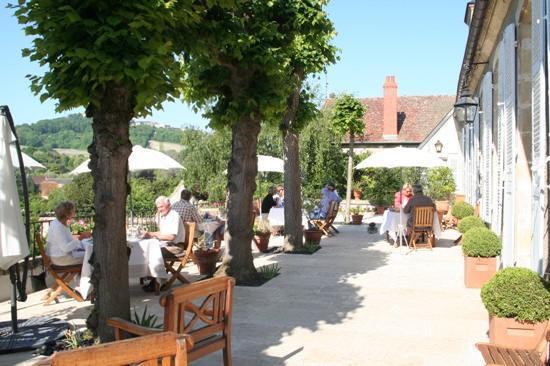 La chancelière : Petit déjeuner sur la terrasse
