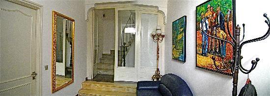 Petit Hotel Marseillan: entrée au rez de chaussée