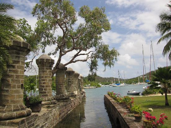 Lawrence of Antigua Tours : Nelson's Dockyard