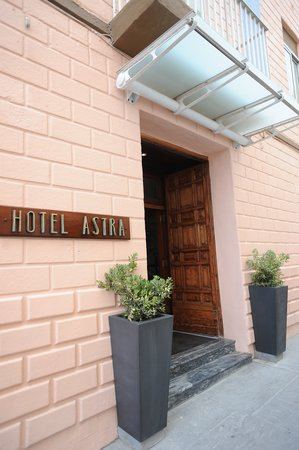 Astra Hotel: Entrance