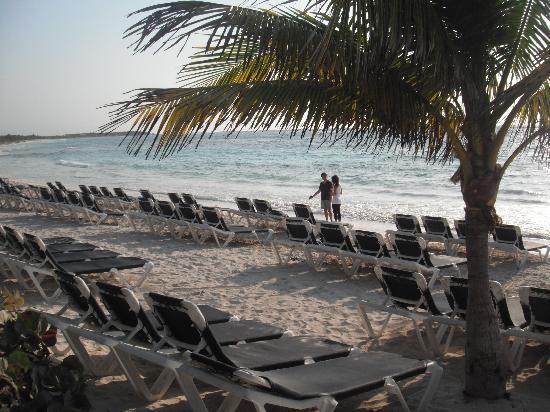 Grand Palladium Riviera Resort & Spa: Lots of chairs