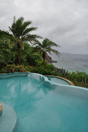 Rosewood Little Dix Bay: Gloomy day, but GREAT view from the spa.