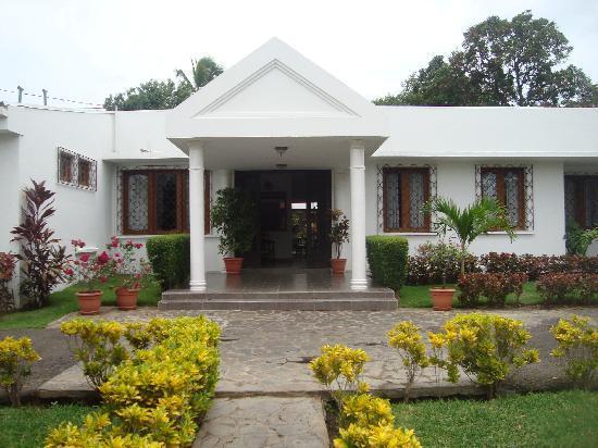 Entrada principal picture of hotel casa del sol managua - Entradas de casas ...