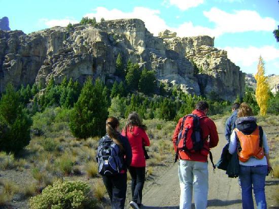 Raices, el Origen de los Sentidos - Amunche: Caminando por la estepa camino a las cuevas