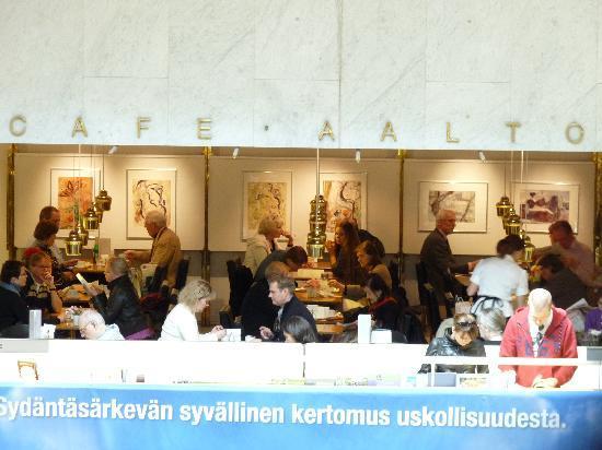 เฮลซิงกิ, ฟินแลนด์: 書店で