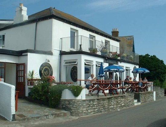 The Atlantic Inn: Front of Atlantic Inn Porthleven