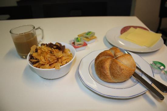 Pension Alpha: FREEの朝食