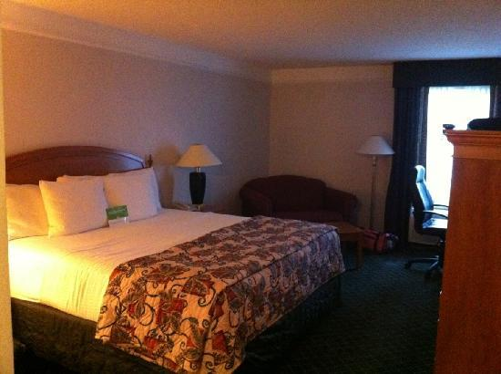 La Quinta Inn & Suites Cincinnati Sharonville: The best bed I have slept on in a while