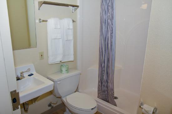 Crossland Economy Studios - Spokane - Valley: Bathroom