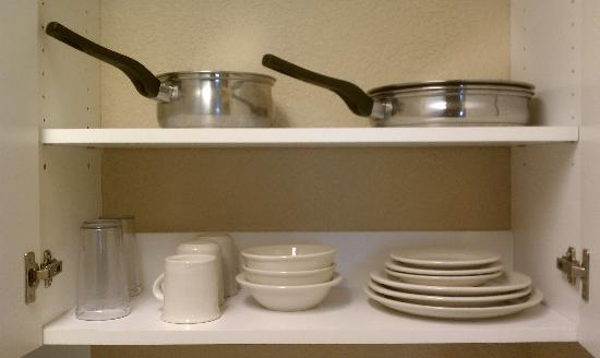 Crossland Economy Studios - Spokane - Valley: Dishes and cookware provided.  Silverware and a spatula were also provided.