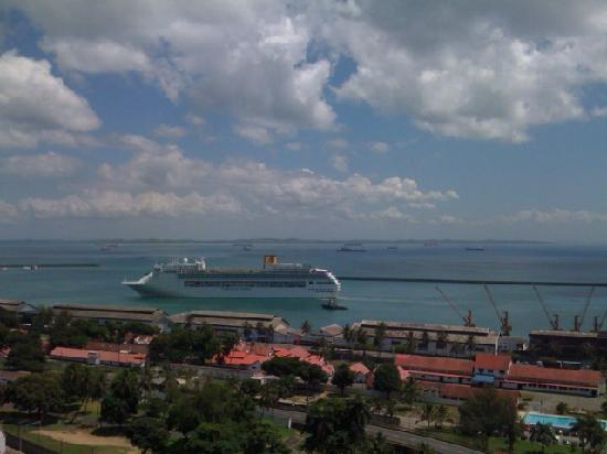 Aram Yami Hotel: View of ship arriving from room terrace