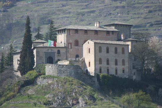 Sondrio, Italia: Il ristorante all'ingresso del castello
