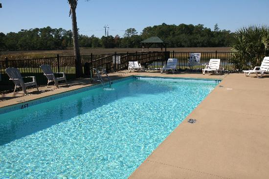Creekside Lands Inn: Pool