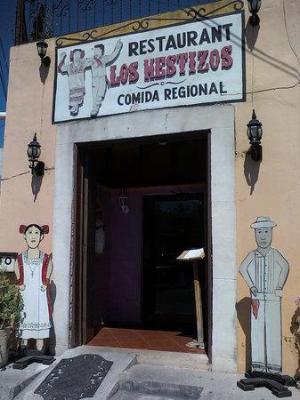 Los Mestizos Restaurant: entrada o recepcion