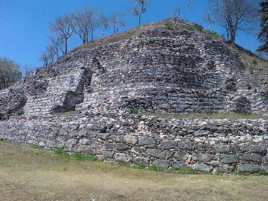 Izamal, Meksika: una de las ruinas de la localidad