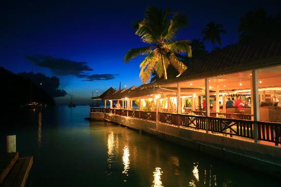 Marigot Beach Club and Dive Resort : Doolittle's Restaurant & Bar