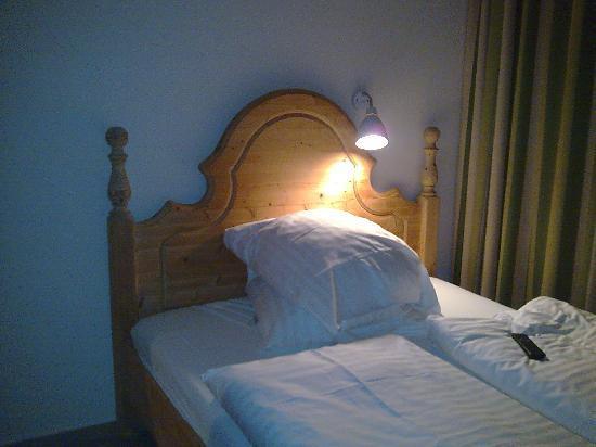 Hotel Westend : il grazioso lettino scomodo : the glamour bed unconfortable