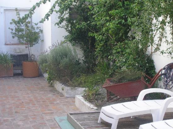 Hotel Sol Montserrat: Jardin