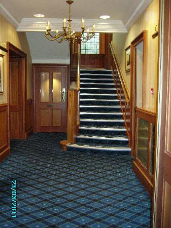 Loch Achray Hotel: Main Hall & Staircase