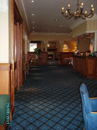 Loch Achray Hotel: Reception and Lounge area