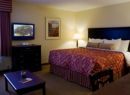 InTown Suites Columbus: King Suite