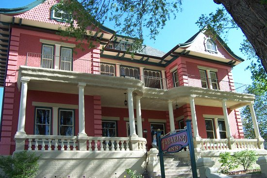 "Elegant Italianate Victorian B&B in ""El Corazon de Trinidad"" Historic District"