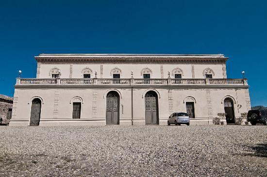 Randazzo, Italy: l'hôtel de jour
