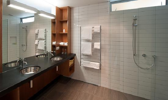 The Arrow Private Hotel: Hebe Luxury King Suite Bathroom