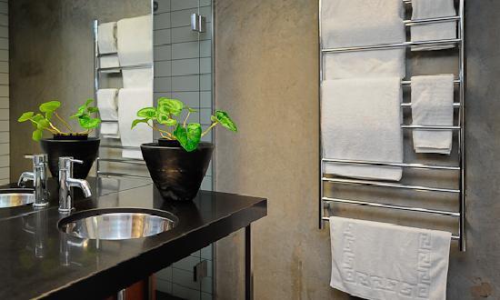 The Arrow Private Hotel: Toitoi Luxury Super King Suite Bathroom