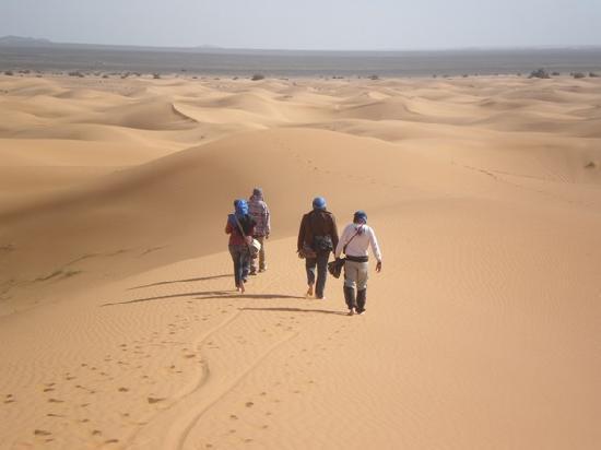 Riad Tadarte: la marche sur les dune