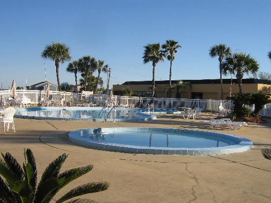 Quality Inn and Suites: Great pool for adults and little ones.