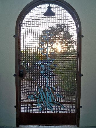 Catalina Park Inn Bed and Breakfast: outside door