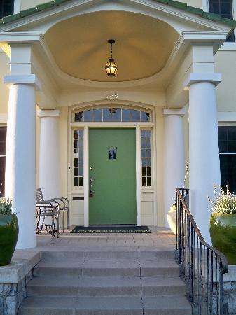 Catalina Park Inn: entry door