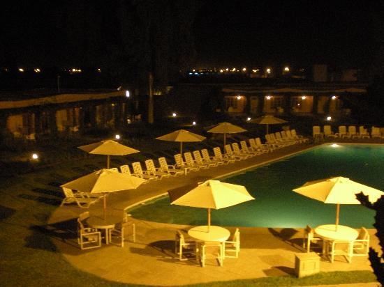 Casa Andina Standard Chincha: vista piscina de noche